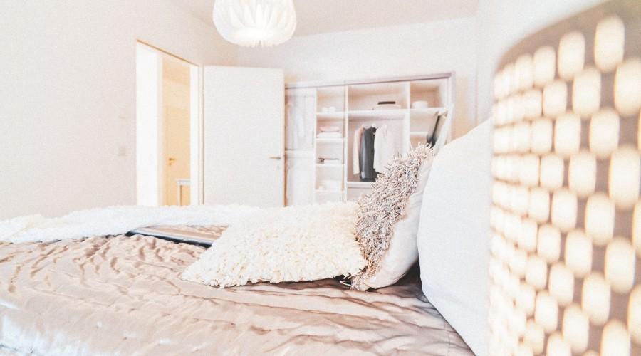 Blick ins gemütliche Schlafzimmer